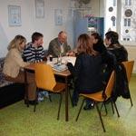 Gemütlicher Pausenraum mit Kaffeeautomat der Fahrschule Janeschitz
